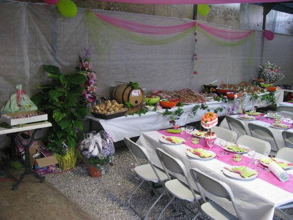 les mariages au moulin buffet sous chapiteau mariage en gite moulin piongo. Black Bedroom Furniture Sets. Home Design Ideas