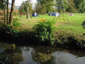 camping au bord du ruisseau